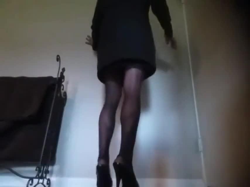 Mature hairy woman in thigh high masturbates