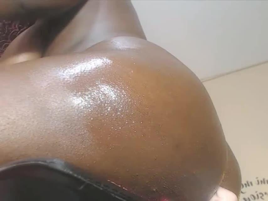 Fat black girl masturbates